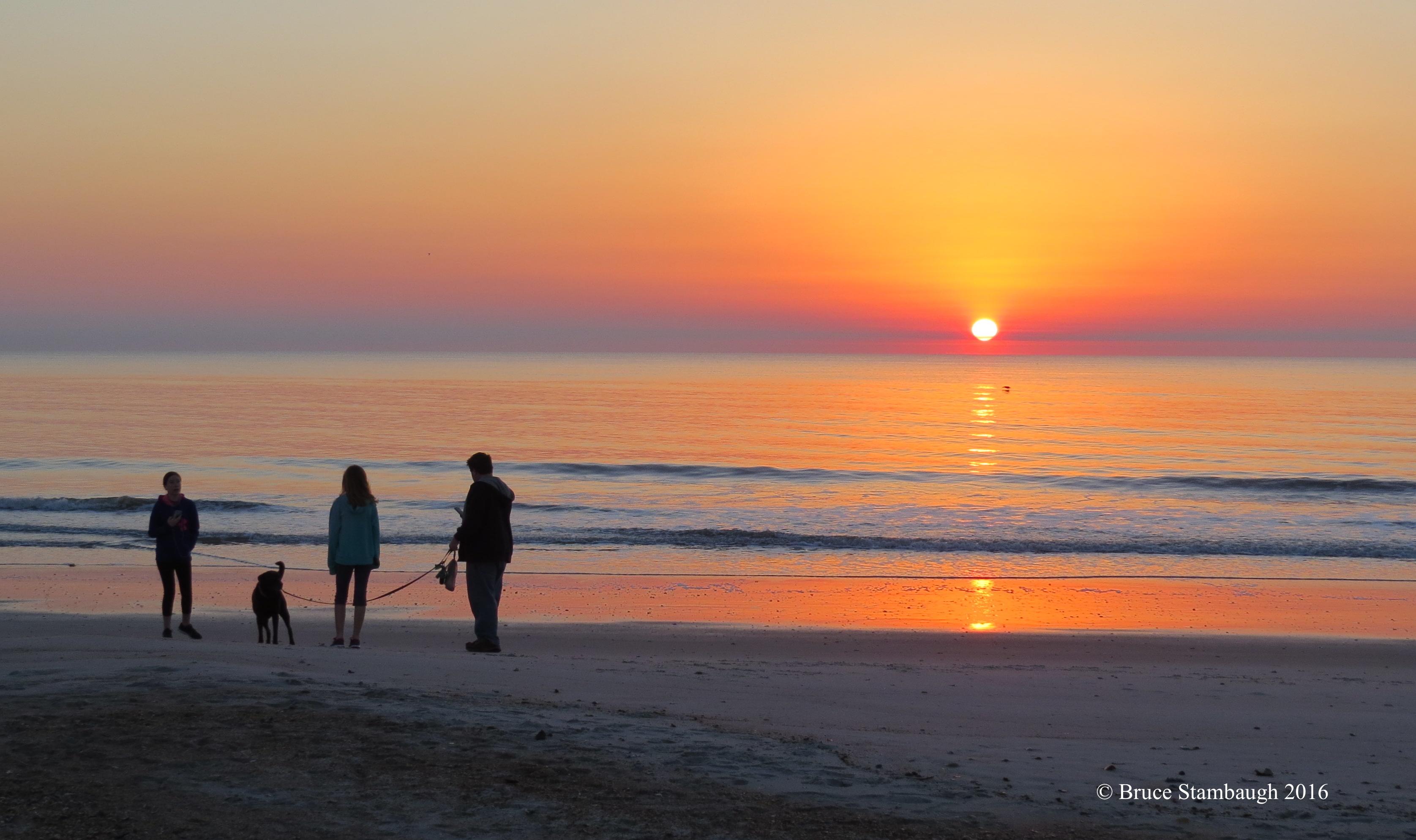 sunrise photo, family on beach