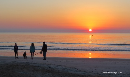 sunrise photo, family on beach